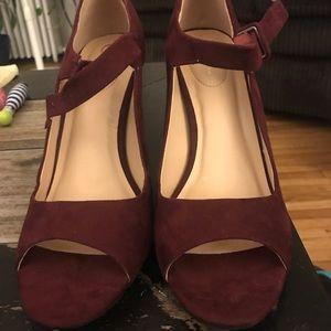 Comfort Est. 1946 Maroon Heel. Classy shoe!